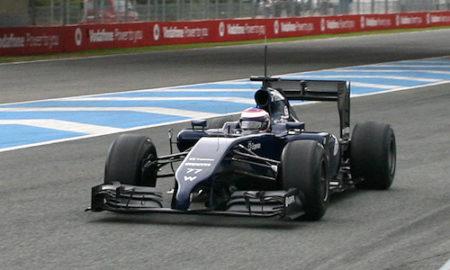 O piloto Valtteri Bottas entrou na pista com seu Williams FW36-01